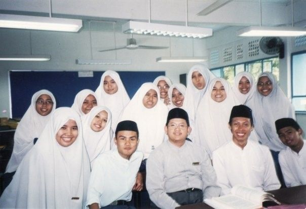 Ustaz Fatris Bakaram, now Mufti of Sinfapore, with students from Madrasah Irsyad
