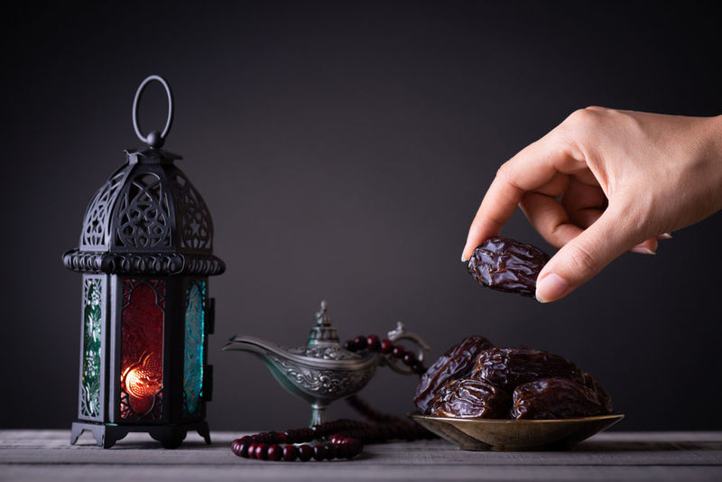Sunnah to break fast with dates
