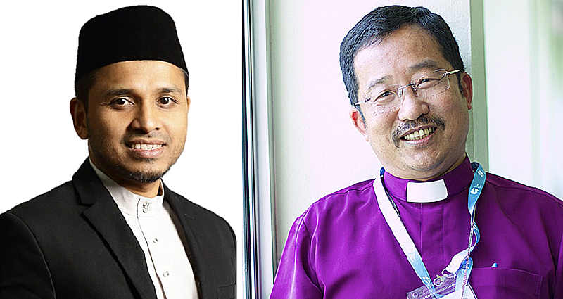 Mufti Dr Nazirudin Nasir and Bishop Terry exchange letters