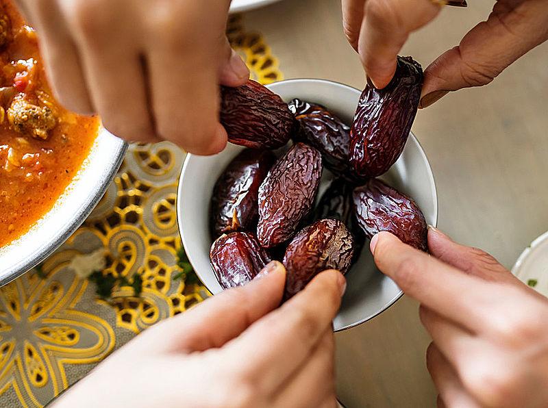 Dua for breaking fast in Ramadan with dates